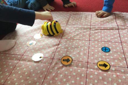 Bee-Bot på besök på Prästgårdsängens...